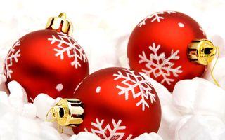 Red_Christmas_ball_christmas_bauble_2129632